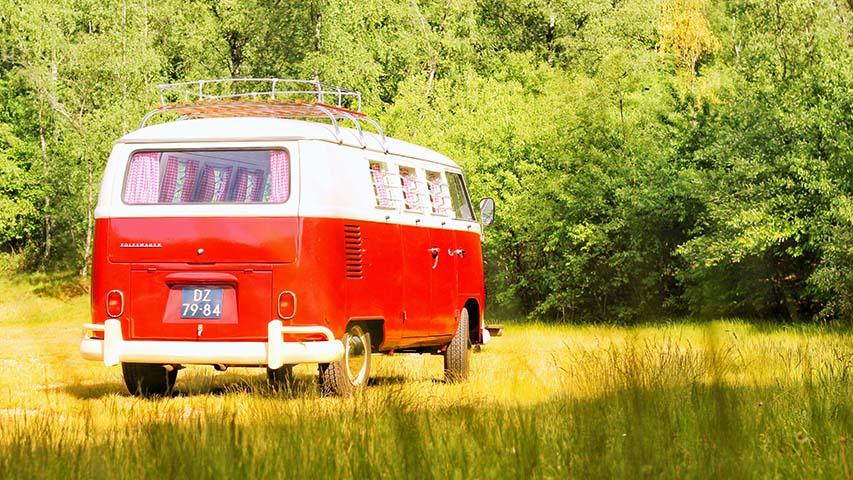 Volkswagen-t1-bus-huren-trouwvervoer-rood