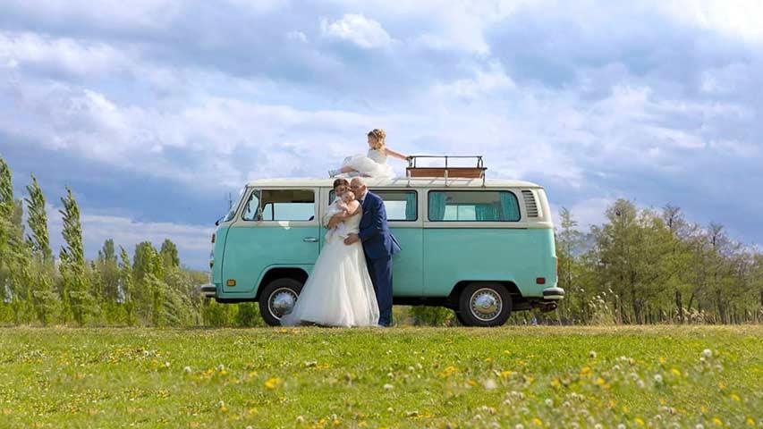 Miss-Minty-Volkswagenbus-trouwvervoer